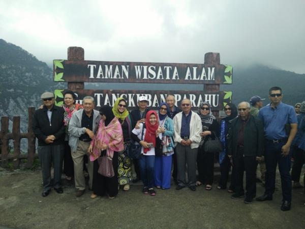 family-gathering-tangkuban-perahu-lembang-bandung