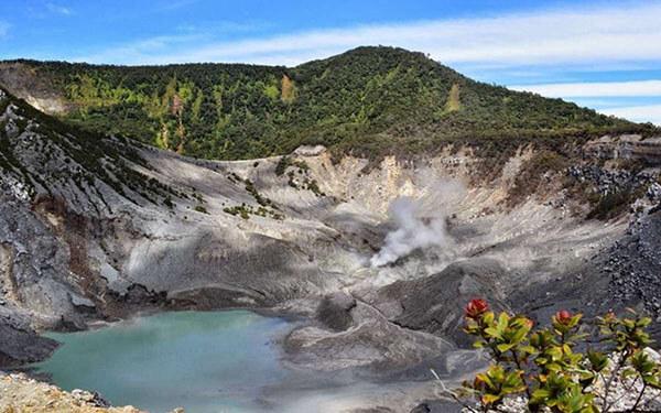 Kawah Gunung Tangkuban Perahu Bandung
