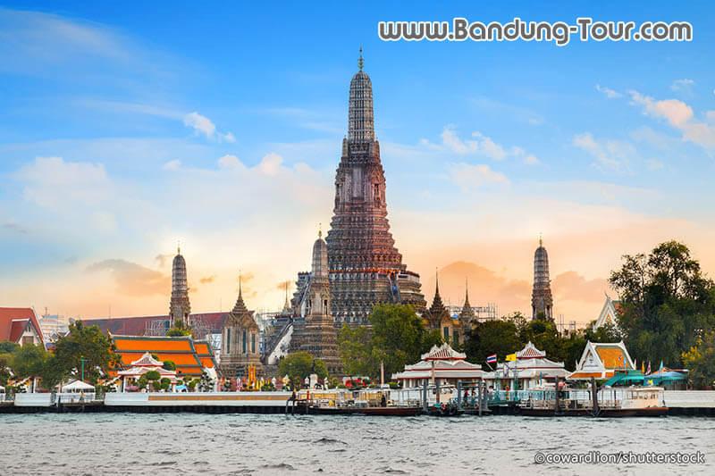wat-arun-in-bangkok-thailand-tour