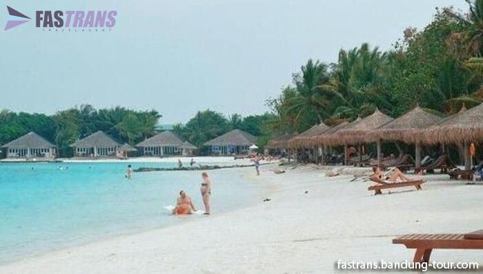 Aksi Polisi Amankan Turis Berbikini di Maladewa Bikin Geger