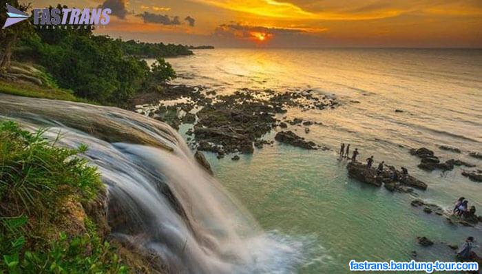 Destinasi Toroan, Air Terjun Jatuh Langsung ke Laut dari Sampang